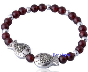 Natural Garnet Beads Bracelet with Finsh Silver Charm (BRG0018) pictures & photos