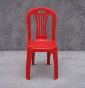 Armed Barrel Plastic Chairs in Different Colors pictures & photos