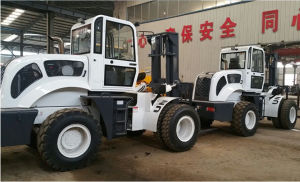 6000kg 4WD Cross Country Hydraulic Control Forklift Truck with A/C pictures & photos