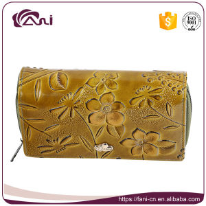 Cheap Leather Wallet with Embossed Flower, Small Leather Hand Purse with Luxury Design pictures & photos