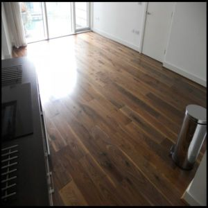 Household Engineered Walnut Wood Flooring/Hardwood Flooring pictures & photos