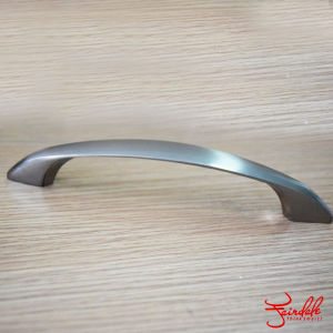 Fashion Design Zinc Alloy Furniture Pull Kitchen Cabinet Handle (AW1972)