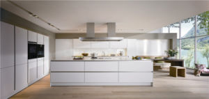 High Gloss Fashionable MDF Kitchen Cabinet pictures & photos