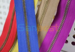 High Quality Metal Zipper with Beautiful Color Tapes pictures & photos