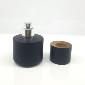 Ad-P468 Black Round Glass Perfume Bottle pictures & photos