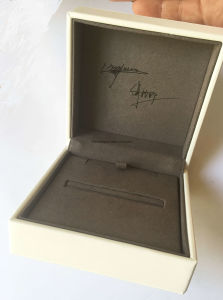 Top-Grade Clamshell Jewelry Boxes with Top PU pictures & photos
