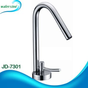 Watersino New Hot and Cold Rotatable Spout Kitchen Faucet pictures & photos