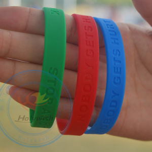 Hot Sale Rubber Product Silicone Bracelet Colorful Design pictures & photos
