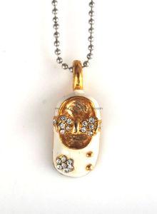 Fashion Enemal Baby Shoe Pendant Necklace (1105140)