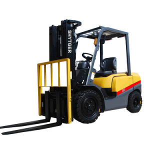 3 Ton Small Diesel Forklift with Forklift Cab pictures & photos