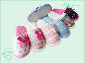 New Fashion Style Winter Warm Knit Slipper for Children Kids pictures & photos