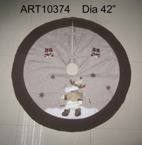 """Dia 42"""" Skating Reindeer Jute Tree Skirt with Furry Trim-Christmas Decoration pictures & photos"""