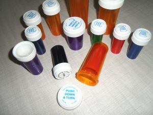 Medical Herb Plastic Reversible Pill Container pictures & photos