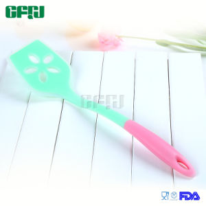 Waterproof Heat Resistant Kitchen Implements Silicone Slotted Spatula pictures & photos