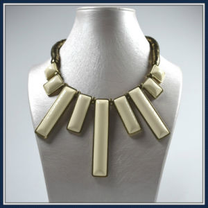 New Item Yellow Resin Fashion Necklace pictures & photos