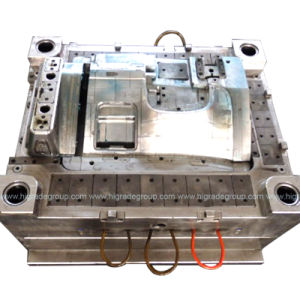 Injection Mould/Plastic Molding/Car Left The Bottom Panel Injection Mould pictures & photos