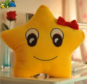 2016 New Style Star Emoji Pillow pictures & photos