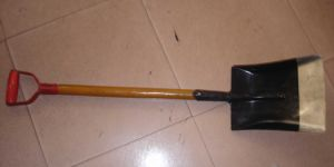 D Type Grip Wood Handle Point Steel Shovel pictures & photos