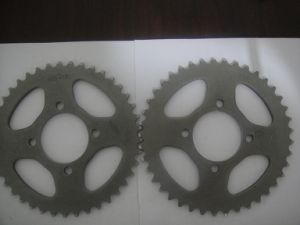 Motorcycle Sprocket and Chain Set pictures & photos