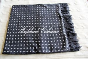 Cashmere Knitted Tubular Scarf with Polka DOT Printtings pictures & photos