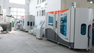 Factory Price Guangdong High Quality Automatic Small Mineral Water Plastic Pet Bottle Blowing Machine pictures & photos