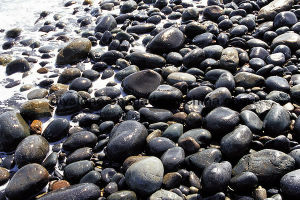Top High Quality Stone Black Polished Pebble Stone pictures & photos