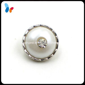Small Pearl Plastic Shank Button with a Diamond pictures & photos