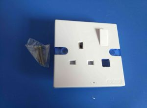 13A/15A with Light Bakelite Wall Switch (W-106) pictures & photos
