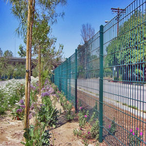 High Quality Powder Coated Safety Wire Mesh Fence pictures & photos