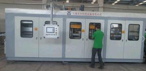 Zs-6171 W Full Automatic Plastic Vacuum Forming Machine pictures & photos