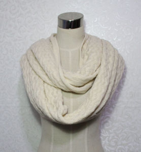 Women Fashion Wave Pattern Acrylic Knitted Infinity Winter Scarf (YKY4393) pictures & photos