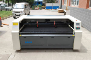 Double Laser Heads Laser Cutter for Plush Toys (TSHY-180100LD) pictures & photos