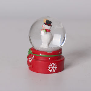 Resin Christmas Santa Snow Globe for Sale pictures & photos