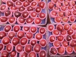 China Fresh Fruit Huaniu Apple pictures & photos