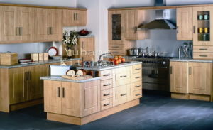 Solid Wood Kitchen Cabinet #282 pictures & photos