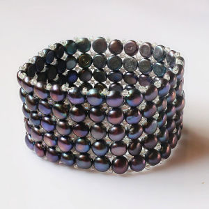 5rows Elastic Black Coin Shape Fashion Pearl Bracelet pictures & photos