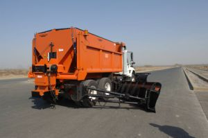 Self-Powered Hopper Spreader (CLYR-600)