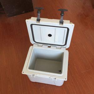 Rotomolded PE Plastic Fish Ice Cooler Box Fishing Equipment pictures & photos