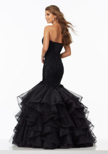 2017 Beaded Black Ruffle Organza Evening Dresses Wm1702 pictures & photos