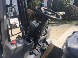 3.5 Ton Four Wheel Electric Forklift for Sale pictures & photos