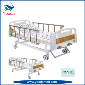 Manual Hospital Bed with Four Sections Bed Surface pictures & photos