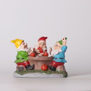 Garden Newest Resin Gnome Playing Cards Decoration pictures & photos