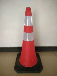 75cm PE Rubber Traffic Red Road Cone pictures & photos