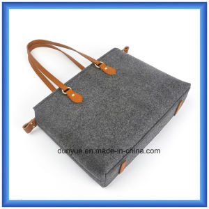 Simple Design Eco-Friendly Portable Wool Felt Shopping Hand Bag, Customized Soft Tote Bag with Leather Comfortable Handle pictures & photos