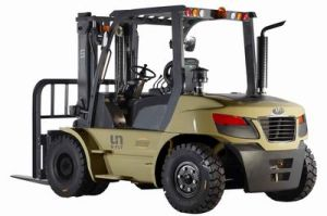 Un 1-10 Ton Diesel Forklift 2 Stages or Triplex Mast Lifting up to 7 Meters pictures & photos
