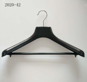 Wide Shoulder Black Plastic Gloss Coat Hangers with Bar for Suit pictures & photos