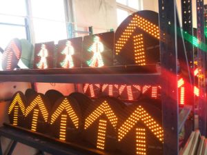 High Flux Vehicle Traffic Light / LED Flashing Traffic Signal for Driveway Safety pictures & photos