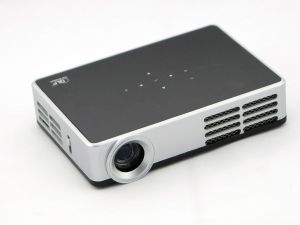 Yi-1000 Mini DLP Projector Home Use Bluetooth Beamer Built-in Android System Hot Sell DLP Projector pictures & photos