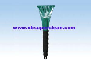 Fashion Design Plastic Ice Scraper (CN2150) pictures & photos