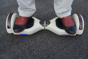 6.5 Inch Self-Balancing Scooter with Flashing Light on Fender pictures & photos
